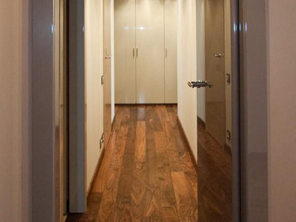 Дизайн коридора в светлых тонах